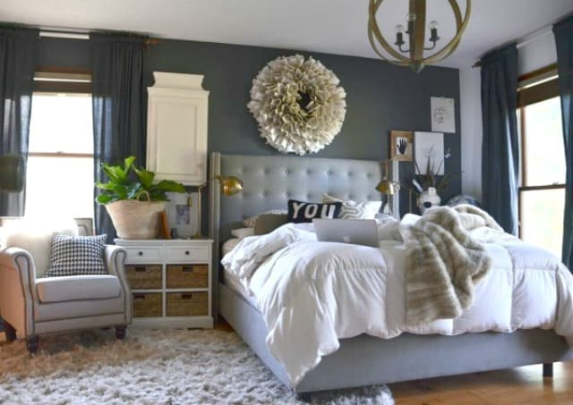 Loads of tips for how to organize, decorate and add style to a small bedroom. Don't be afraid of using a dark color on the walls - it will add instant intimacy and coziness. What could be better than feeling like you're wrapped in a cocoon in your very own bedroom?