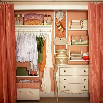 Loads of tips for how to organize, decorate and add style to a small bedroom. Turn your closet into a feature. Opening your closet up can give the illusion of a larger room.