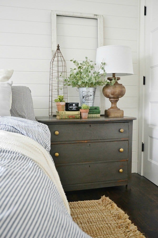 Loads of tips for how to organize, decorate and add style to a small bedroom. Use furniture pieces to do double duty. A small chest both serves as a nightstand and holds clothing.