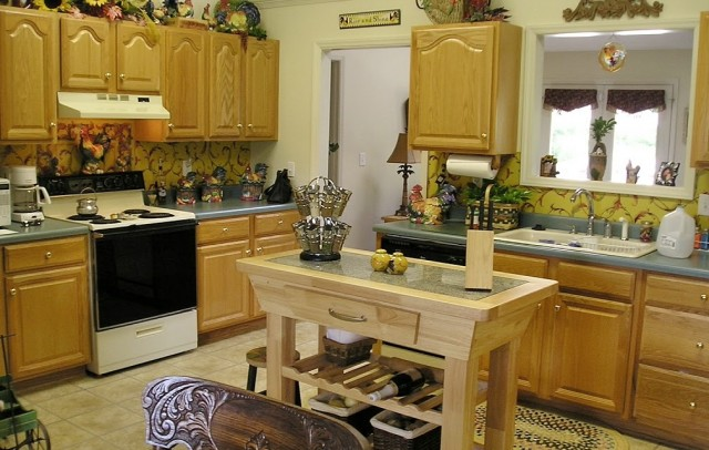 DIY French Country Kitchen Makevoer   BEFORE. Oak Cabinets ...