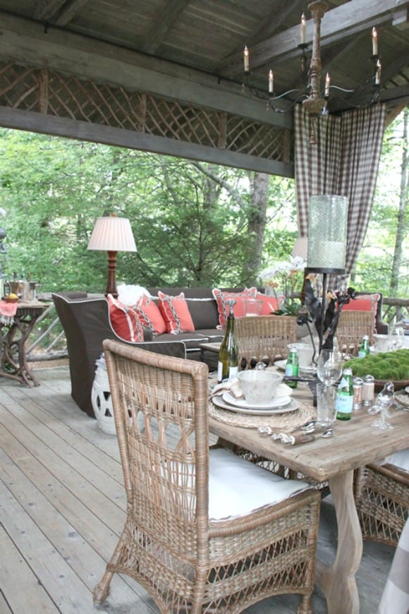 Loads of tips for how to create an inviting outdoor space. Create interest by mixing texture, styles and finishes of furnishings, fabrics and accessories.