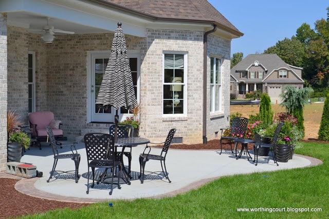 patio and backyard via Worthing Court blog