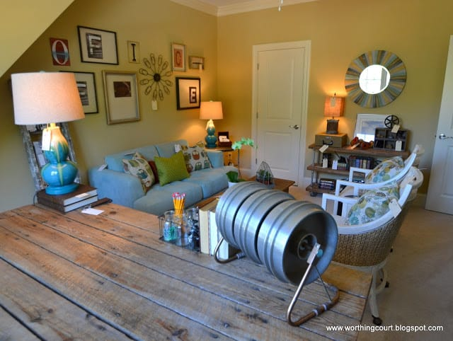 Office desk using metal pipes and reclaimed wood via Worthing Court blog