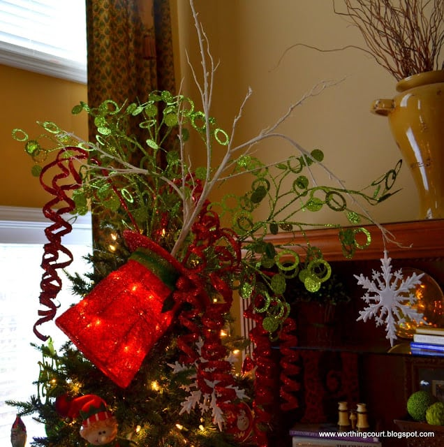 http://worthingcourt.blogspot.com/2012/11/our-merry-christmas-mantle.html