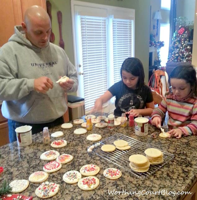 Decorating Christmas Cookies (1)