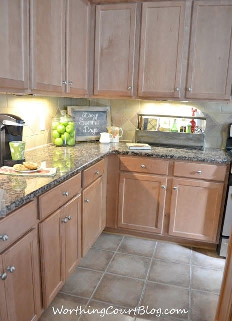 Kitchen with maple cabinets-006 (1)