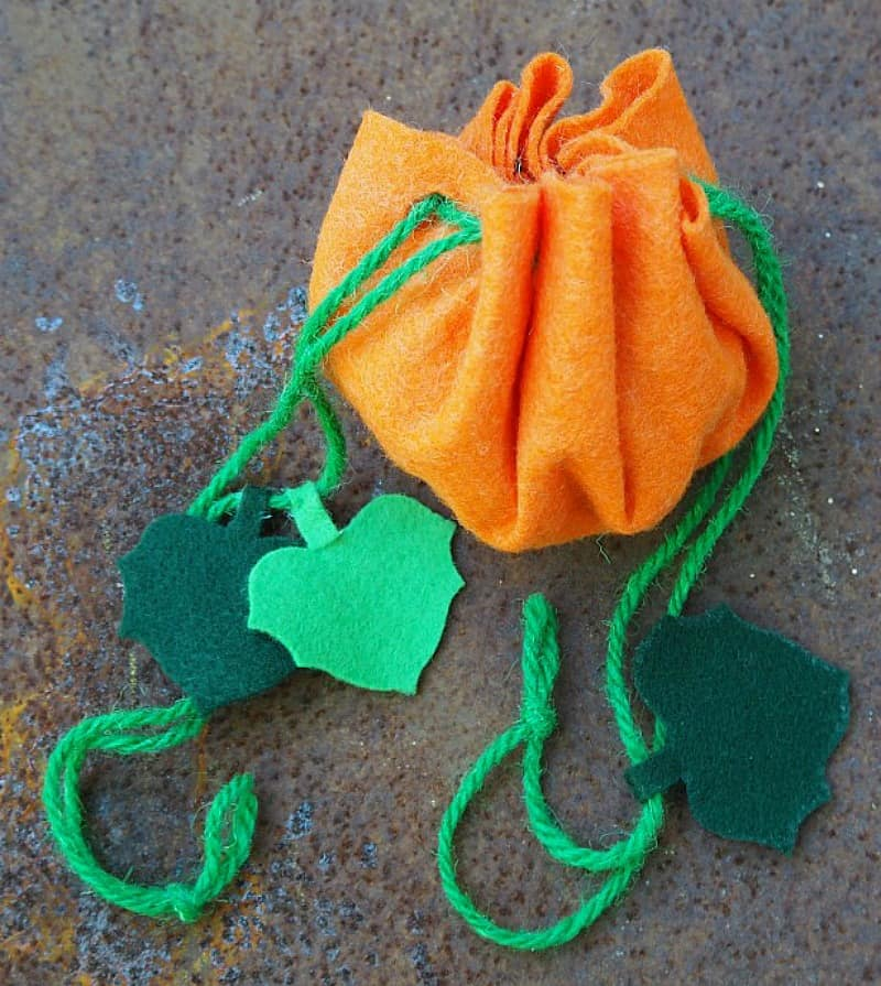 All you need is felt, yarn and hole punch to make these cute Halloween treat bags