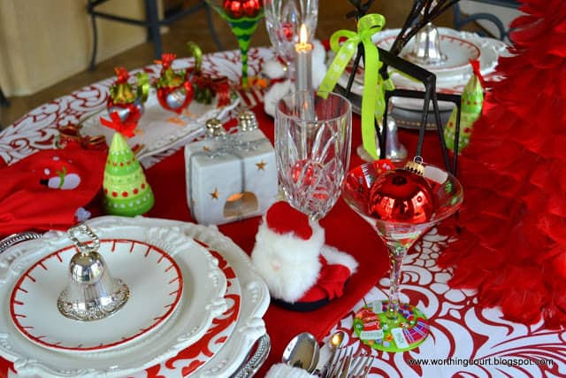 Worthing Court: Festive Christmas tablescape