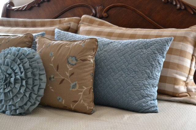 Worthing Court: How to make a pillow sham