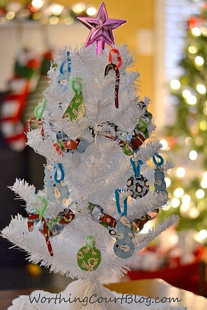 Worthing Court: How to make Christmas tree ornaments and a garland using Duck Tape