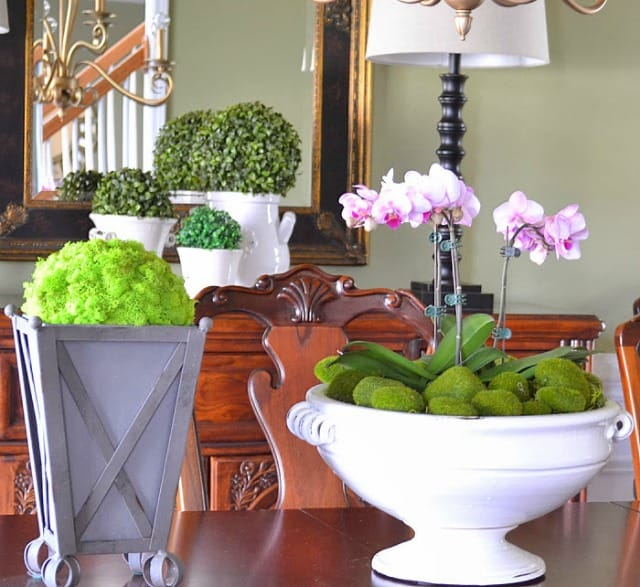 Simple and easy spring decor for a dining room