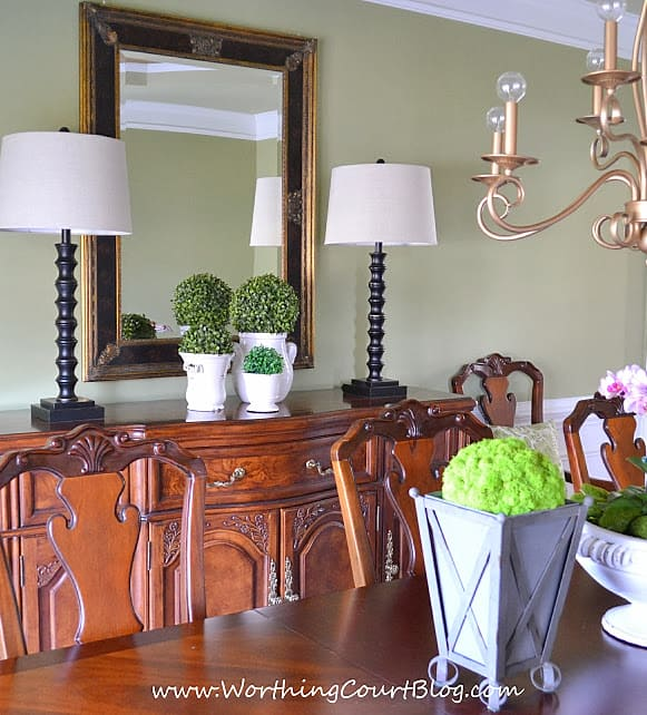 Easy And Simple Spring Decor In A Dining Room