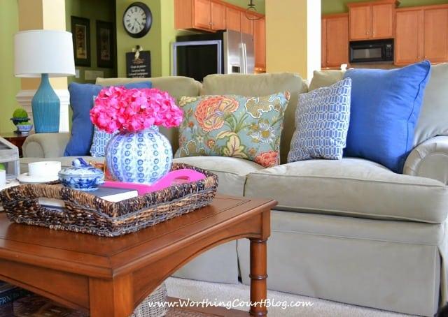 https://www.worthingcourtblog.com/2014/04/updating-my-family-room-decor.html