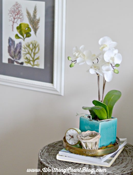 Use a vintage brass tray to gather decorative items together || WorthingCourtBlog.com