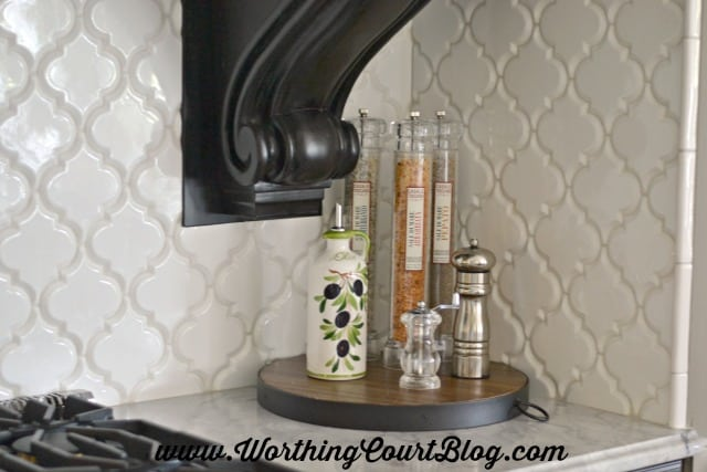 Large white arabesque shaped tile backsplash