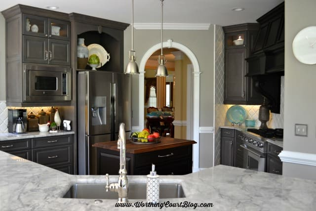 A fabulous kitchen remodel featuring gray and black cabinets || WorthingCourtBlog.com