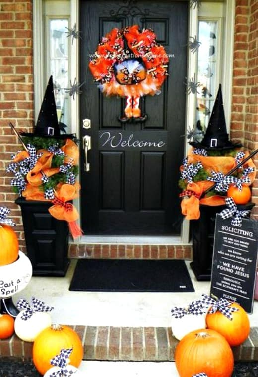 5 on friday 5 non scary outdoor halloween decorations worthing court. Black Bedroom Furniture Sets. Home Design Ideas