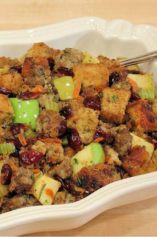 Recipe for sausage and apple stuffing (includes a gluten free option)