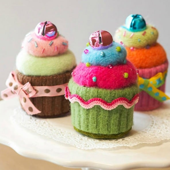 These cupcake pincushions are adorable made out of old sweaters.