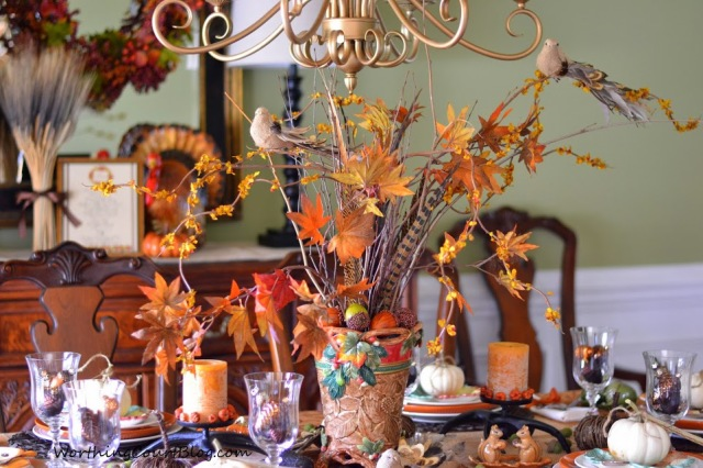 A woodland inspired Thanksgiving table with a free placecard and menu printable