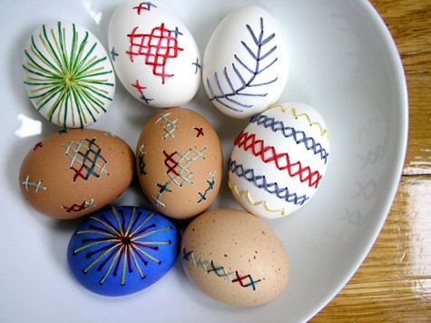 How to make embroidered Easter eggs
