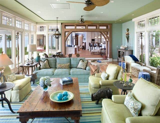 Beach style using blue and green room decor