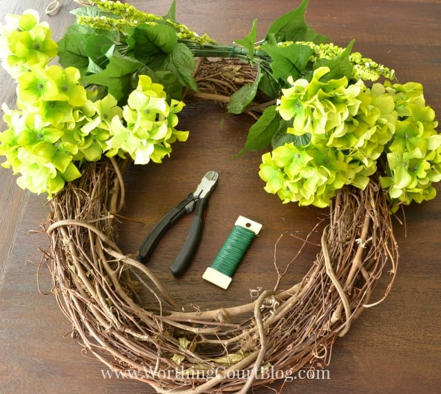 Learn how to make a spring wreath in 10 minutes.
