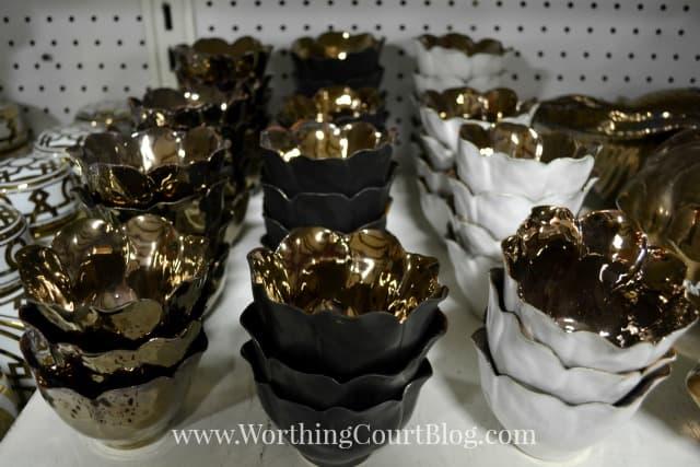 Ceramic bowls with a gold interior