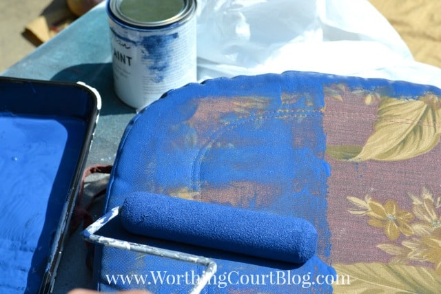 Painting old outdoor cushions with chalk paint