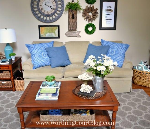 Decorating ideas for black leather sofa