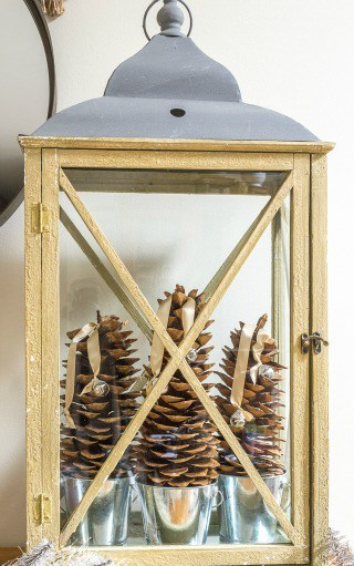 How To Decorate A Rustic Lantern