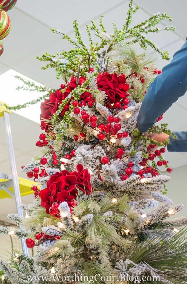 Step-By-Step Christmas Tree Decorating Directions From The Pros