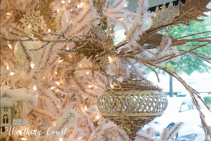 step by step decorations for how to decorate a christmas tree from professional christmas tree designers use these directions no matter what christmas