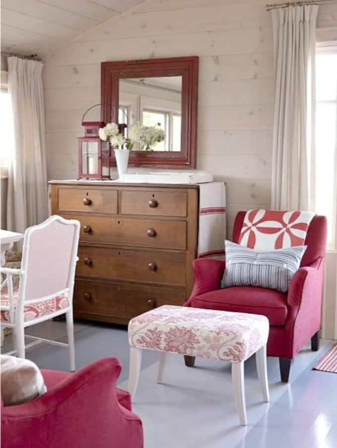 Iconic farmhouse cottage living sarah richardson style for Sarah richardson bedroom designs