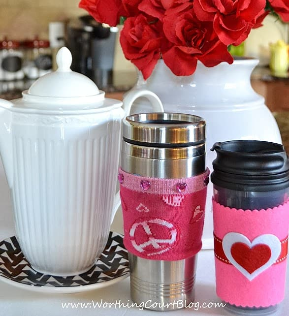 These no-sew and no-knit mug cozies are super easy to make and would make a great Valentine's Day gift for a teacher, a friend or that someone special.