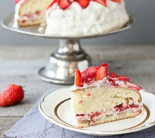 Fresh Strawberry Cake Recipe {With Buttercream Frosting}