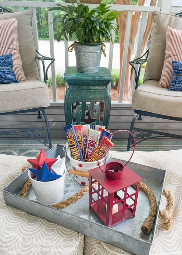 Super Easy Patriotic Decorating Ideas For July 4th Gatherings