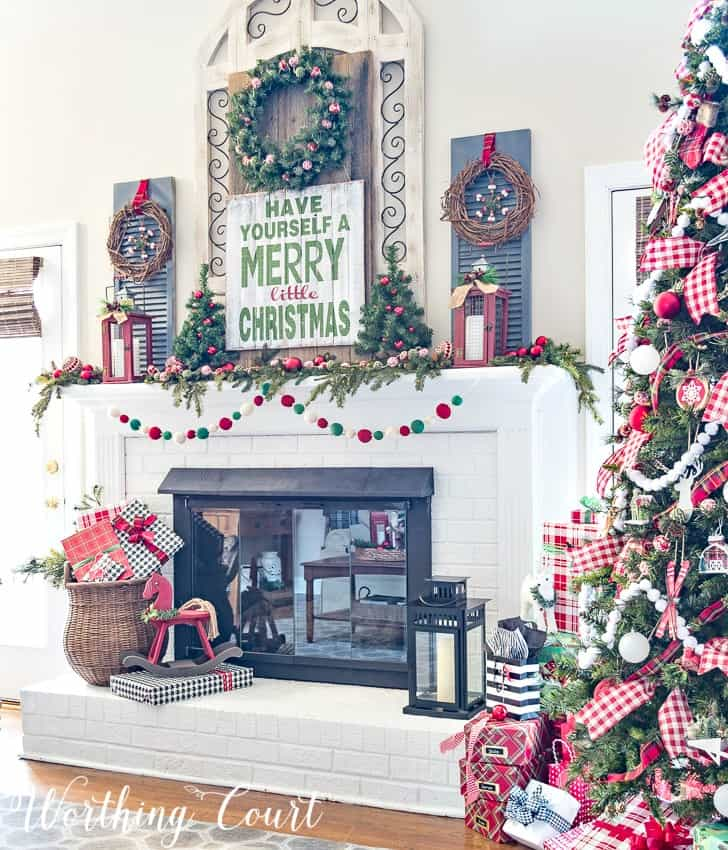 Charming traditional colors #christmasdecor #christmastree