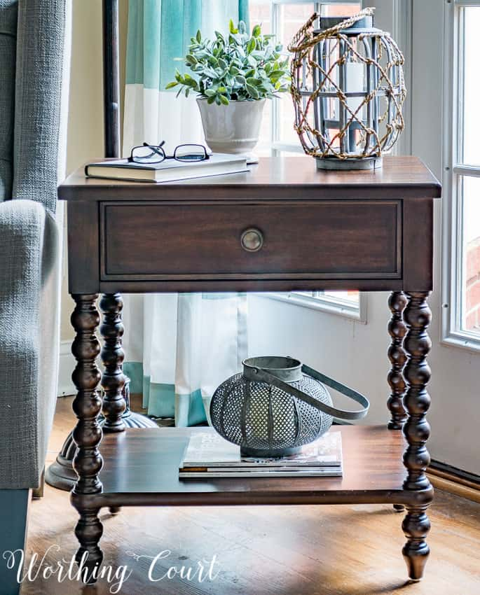 Side table with spindle legs || Worthing Court