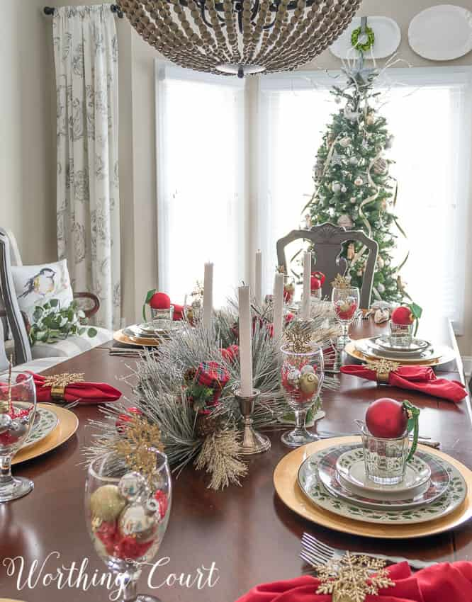 Christmas dinner tablescape || Worthing Court