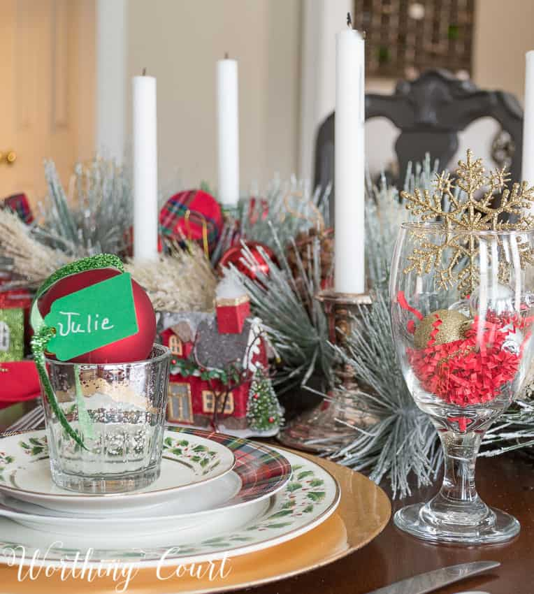 Christmas table place setting with plaid and holly leaf dinnerware || Worthing Court