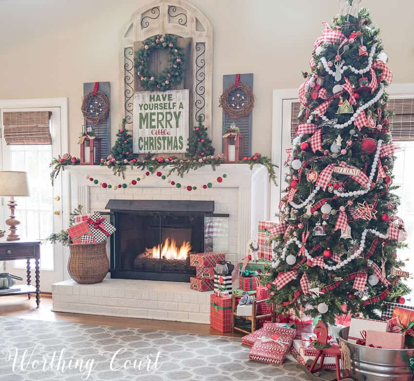 My cozy farmhouse christmas family room worthing court farmhouse style christmas tree and fireplace worthing court solutioingenieria Choice Image