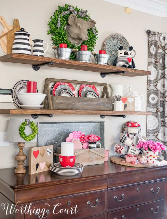 Create a base of neutral decor to make adding a few seasonal touches a snap || Worthing Court