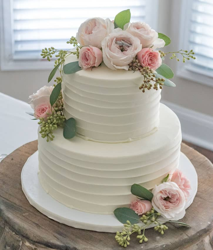 Beautiful simply styled wedding cake with fresh flowers || Worthing Court