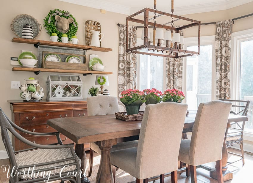farmhouse style breakfast nook decorated for spring || Worthing Court