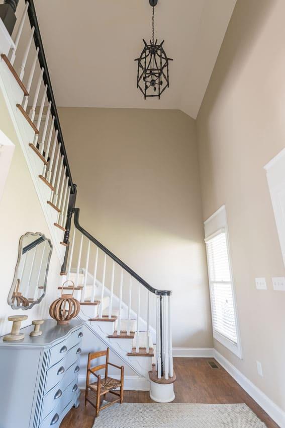Foyer Chandelier Makeover : Farmhouse style foyer makeover update lighting options