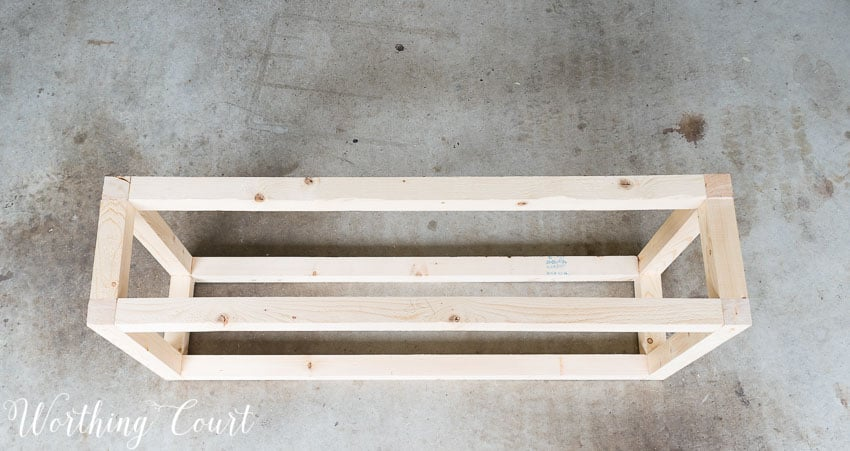 Step by step directions for building and upholstering this easy farmhouse style bench. The measurements can be adapted to any size bench. || Worthing Court