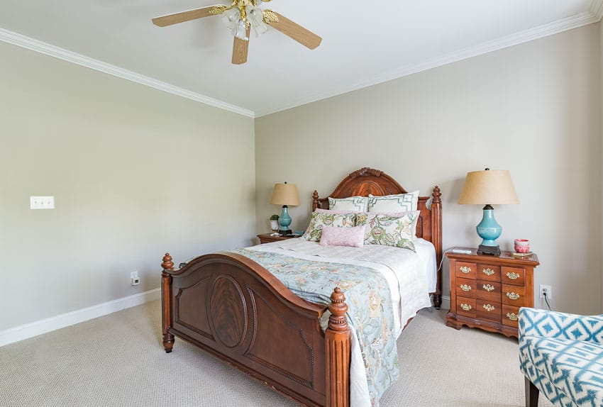 Guest bedroom before it's farmhouse style makeover || Worthing Court