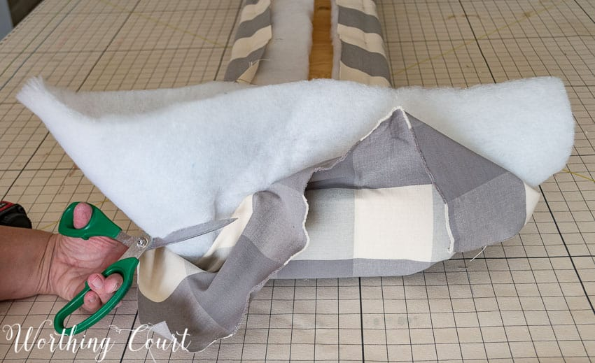 Step by step directions for building and upholstering this easy farmhouse style bench. The measurements can be adapted to any size bench.    Worthing Court