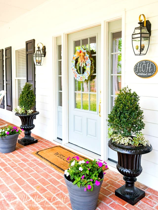 How to give you suburban front porch a farmhouse vibe || Worthing Court